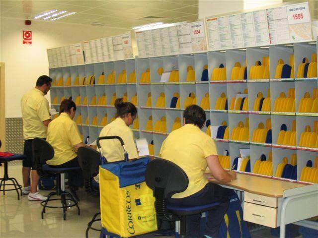 CCOO y UGT acusan a Correos de no proteger a sus trabajadores ante el coronavirus