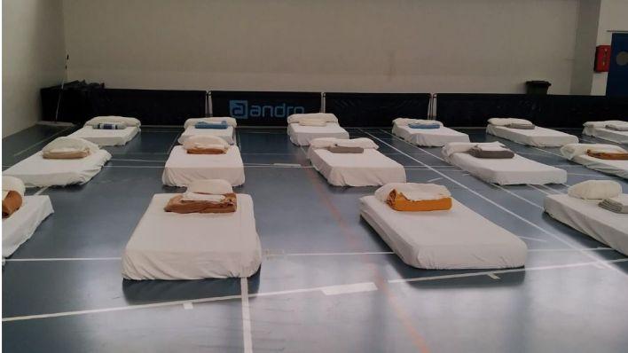 Habilitan el polideportivo de Sant Ferran para que las personas sin hogar se refugien del Covid19