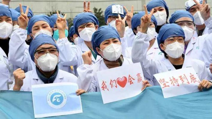 China confirma que no hay casos nuevos de coronavirus en Wuhan, epicentro de la pandemia