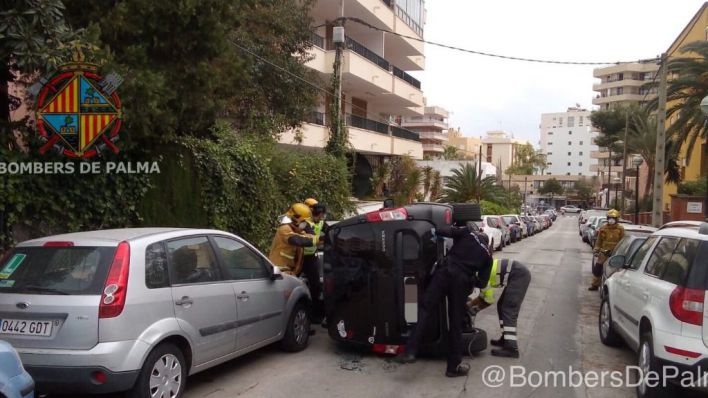 Aparatoso accidente de un turismo en Palma