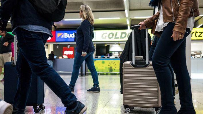 Exteriores urge a los viajeros españoles a que regresen 'de inmediato'