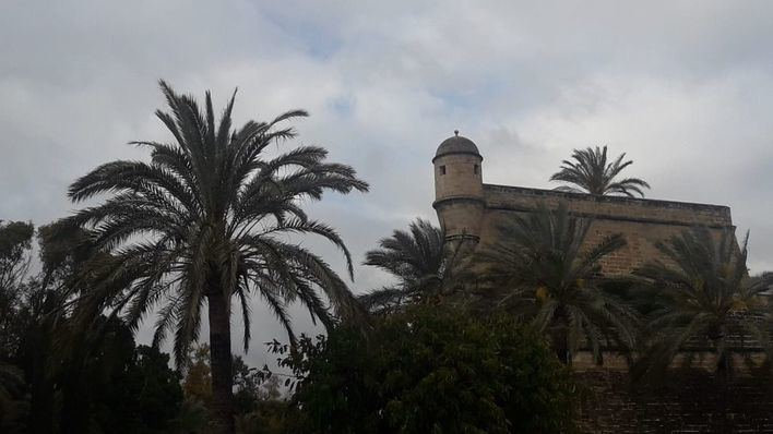 Lunes nuboso con chubascos ocasionales, tormenta y granizo en Baleares
