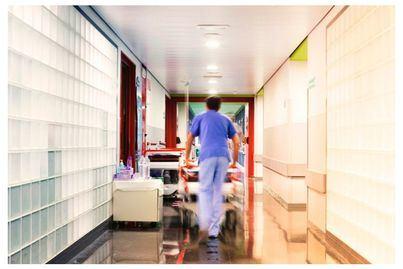 Los enfermeros denuncian la gran escasez de equipos de protección para los sanitarios