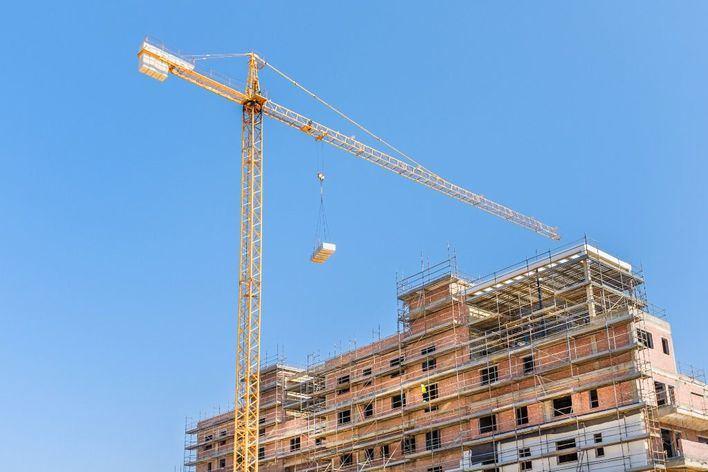 El Gobierno rechaza 'de momento' parar la actividad en la construcción
