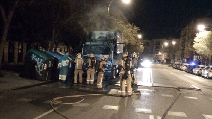 Arde un camión de la basura de Emaya en Palma