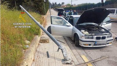 Detenido un conductor sin carné ni seguro tras sufrir un accidente cuando huía de la Guardia Civil