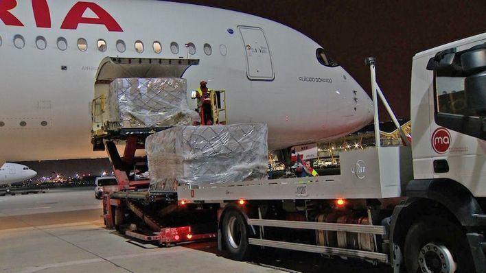 Llega a España un tercer vuelo desde China con 3 millones de mascarillas