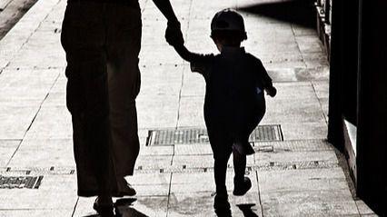 Polémica en Italia por el permiso de pasear a niños