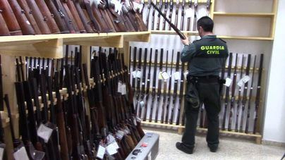 La Guardia Civil prorroga los plazos de validez de más de 100.000 licencias de armas
