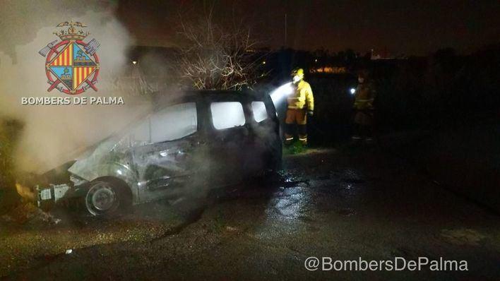 Arde un coche en el Polígono de Son Castelló
