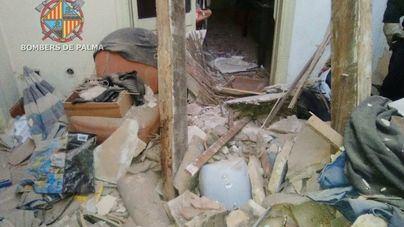 Alarma en El Terreno al derrumbarse el tejado y dos vigas de un edificio okupado