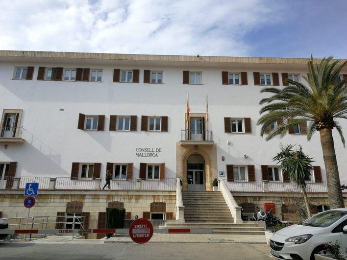 El Consell de Mallorca da 1,6 millones a Cort para ayudas a familias vulnerables