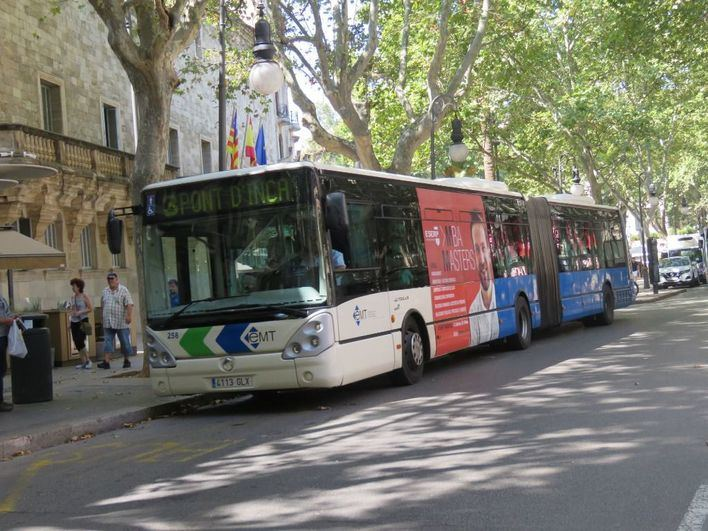 El personal sanitario tanto de centros públicos como privados podrá ir gratis en bus