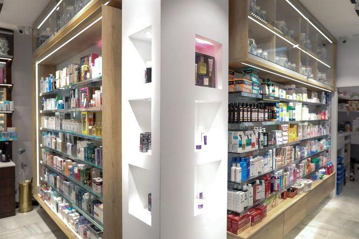 Los farmacéuticos se ofrecen a distribuir gratis las mascarillas en las farmacias