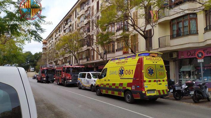 Fuego en una vivienda de la calle Sant Vicenç de Paül, en Palma, a causa de una campana extractora