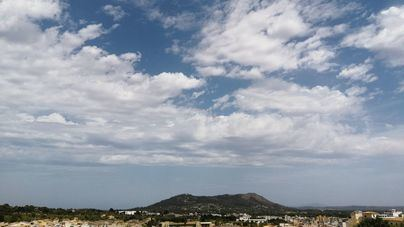 Nubes, lloviznas y barro en Baleares