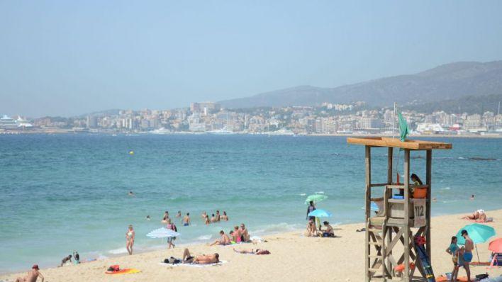 Mesa de Turismo critica a Díaz por situar a finales de año la reactivación del turismo