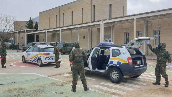 El Ejército descontamina instalaciones y vehículos de la Policía Local de Calvià