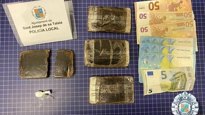 Cazado en un control en Ibiza con hachís y cocaína en su vehículo