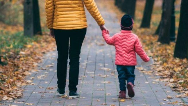 Precauciones ante la salida de niños a la calle: mantener distancias y lavarse bien al regresar