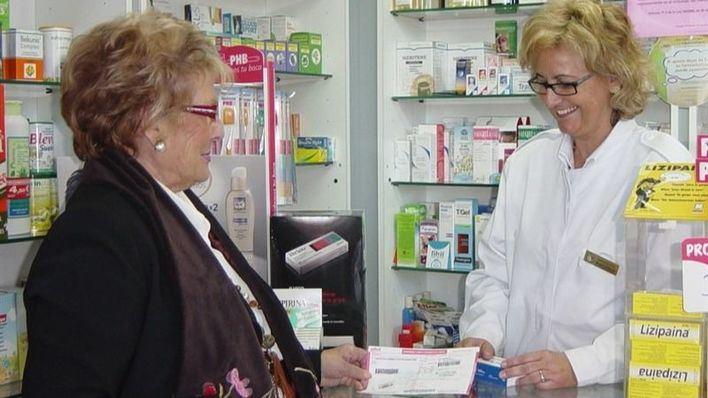 Las farmacias entregan medicamentos a domicilio a la población vulnerable
