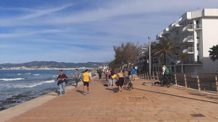 Paseos marítimos y zonas cercanas al mar, tomadas por miles de ciudadanos