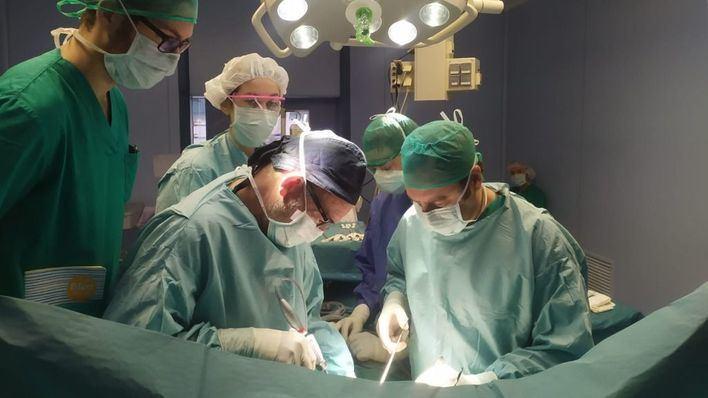Extraen un tumor hepático gigante en Juaneda Hospitales