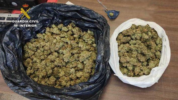 Dos detenidos en Port d'Alcúdia y Sant Llorenç des Cardassar cargados de marihuana