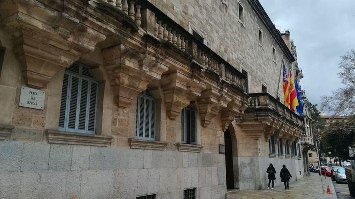 Condenan a un hombre por abusar de sus dos hijastras menores de 13 años en Menorca