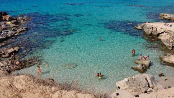 Deporte acuático sí, darse un baño en la playa no