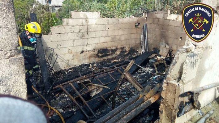 Un incendio calcina un almacén de maderas en Inca