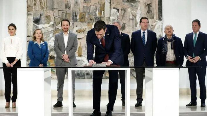 Gobierno, patronal y sindicatos firman el pacto para prorrogar los ERTE