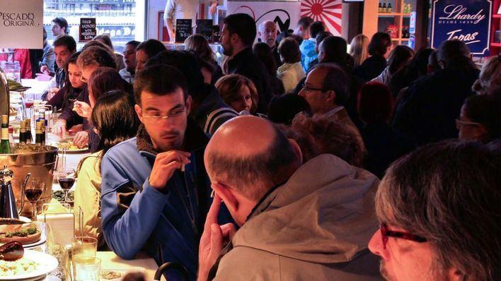 Desalojan un bar en el que se concentraban más de cien personas y sancionan a su dueño
