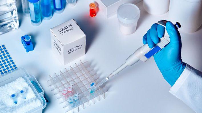 Salut empieza a hacer pruebas PCR a pacientes leves en sus casas