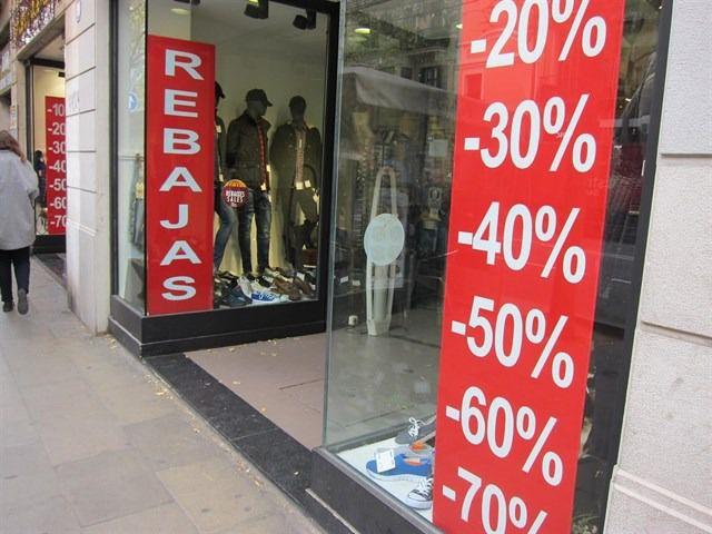 El cierre planea sobre el pequeño comercio tras prohibirse las rebajas en tienda