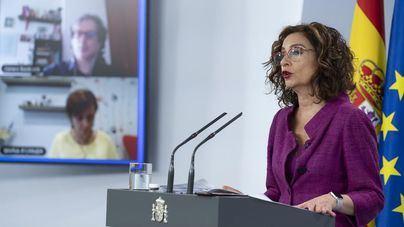 Montero promete revisar la distribución del dinero del Covid-19 para acallar las protestas autonómicas