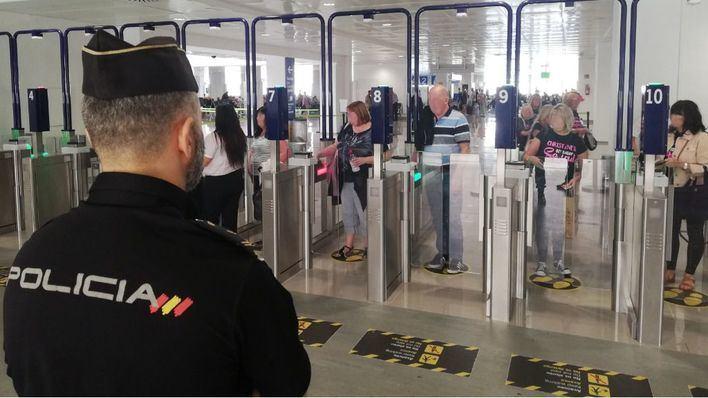 Bruselas, contra las cuarentenas, insta a recuperar el turismo por fases