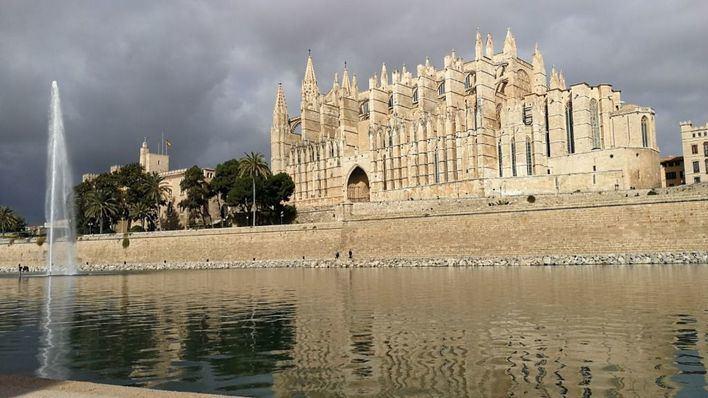 Nubes y lluvias dispersas acompañadas de barro para este sábado en Baleares