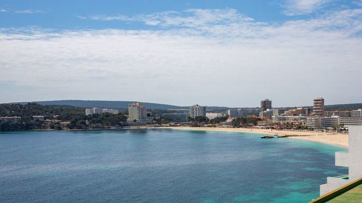 Moncloa prepara una cumbre con las autonomías afectadas para tratar el rescate del turismo