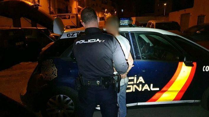 Detenido un hombre por robar baterias de coches en Palma