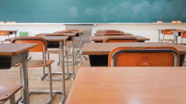 Los centros educativos abren para su desinfección y por tareas administrativas