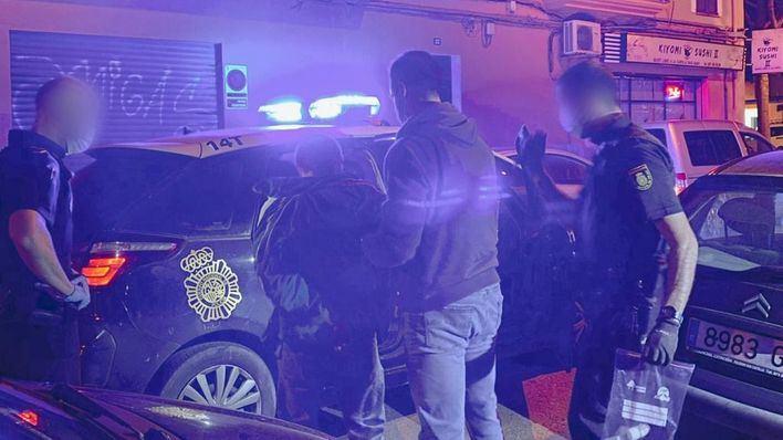 Cazan a dos hombres desvalijando un vehículo en Pere Garau
