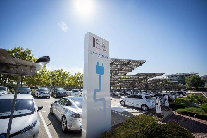 Endesa espera acabar el año con 2.000 puntos de recarga para coches eléctricos