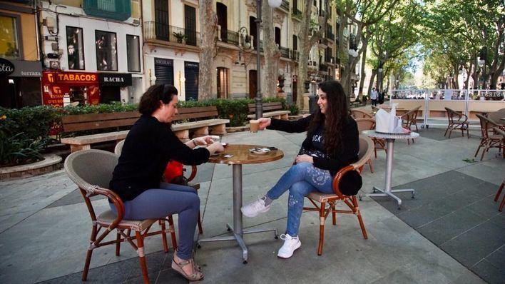 Desplome del 30 por ciento de la cifra de negocios del sector servicios en Baleares
