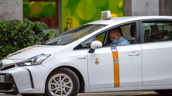 Mamparas de plástico y flexibles en los taxis de Palma para luchar contra el Covid-19