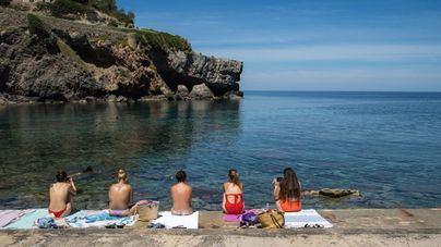 Sanidad pide que al ir a la playa se extremen las medidas de distanciamiento e higiene