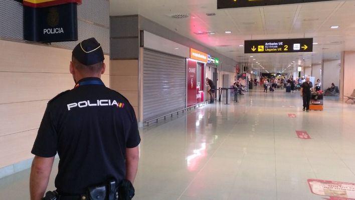 La ministra Reyes Maroto afirma que España suprimirá las cuarentenas a turistas en julio