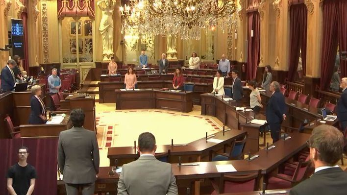 El Parlament recuerda al exdiputado Andreu Crespí con un minuto de silencio