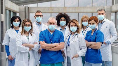 Cuatro de cada diez médicos han tratado a enfermos de Covid-19 sin la protección necesaria