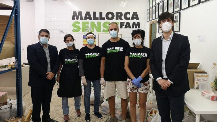 Una treintena de bolivianos reciben la ayuda de Mallorca Sense Fam